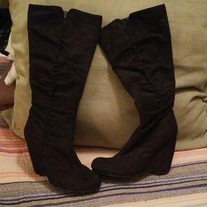 Wedge heel boot.